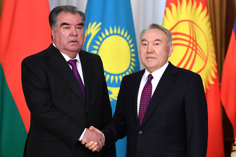 首任总统会见塔吉克斯坦总统
