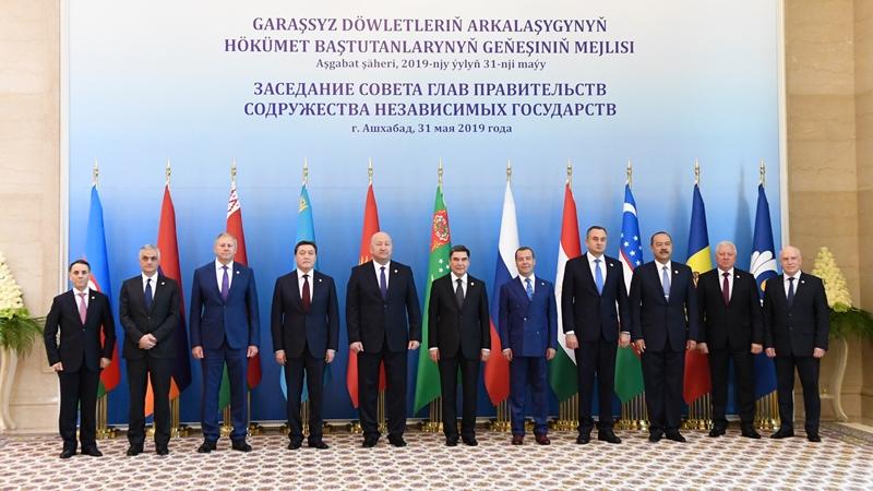 马明总理出席独联体政府首脑理事会会议
