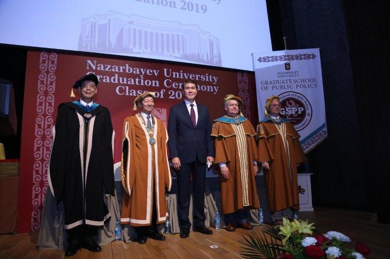 Дипломы получили магистранты Назарбаев университета