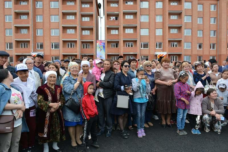 Ключи от квартир получили многодетные семьи и дети-сироты в Кокшетау