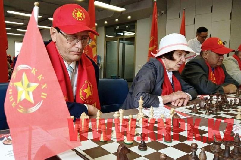 Коммунисты организовали шахматный турнир в столице