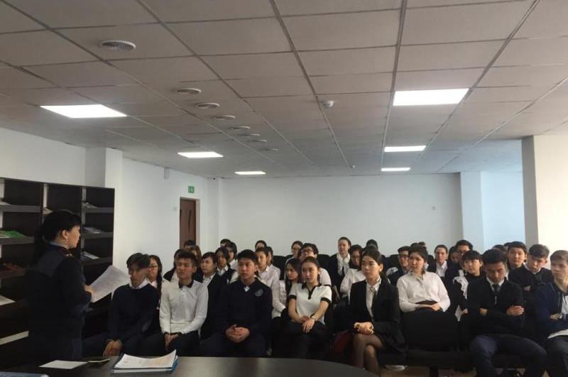 Столичным выпускникам рассказали об учебе в Карагандинской академии МВД
