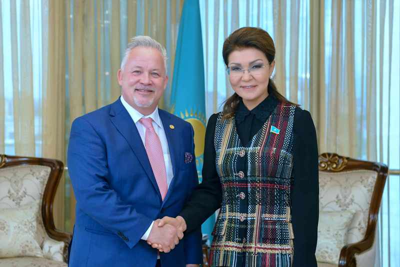 Dariga Nazarbayeva meets with Swedish observer Kent Harstedt