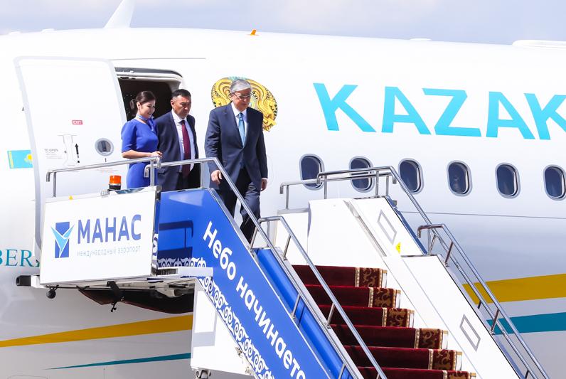 托卡耶夫总统抵达比什凯克  将出席上合组织峰会
