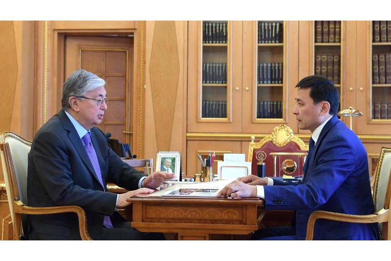 托卡耶夫接见首都新任市长