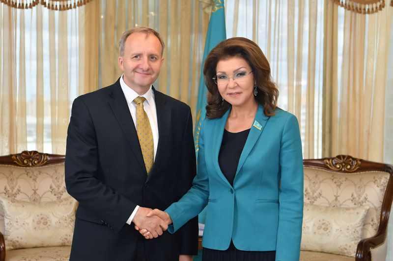 参议院议长会见捷克驻哈大使