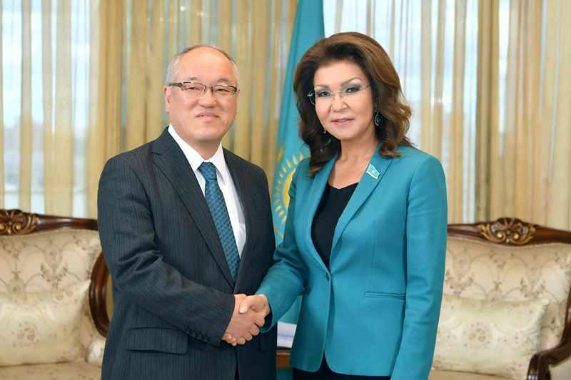 参议院议长会见日本驻哈大使