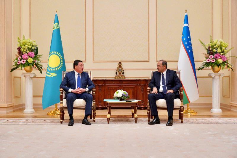 Асқар Мамин Ташкентте Өзбекстан Президенті Шавкат Мирзиеевпен кездесті