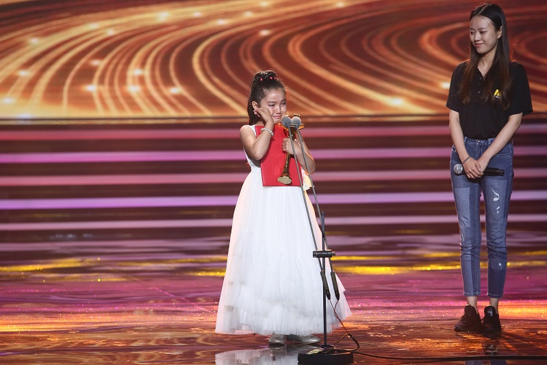 8岁哈萨克小演员荣获上海国际电影节新人奖