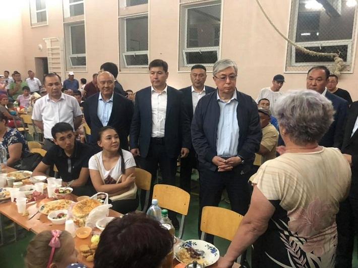 Глава государства встретился с эвакуированными жителями Арыси (ВИДЕО)