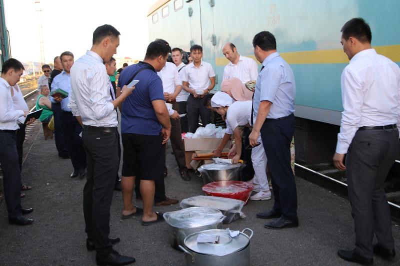 Взрыв в Арыси: пассажирам поездов бесплатно раздают еду в Кызылорде