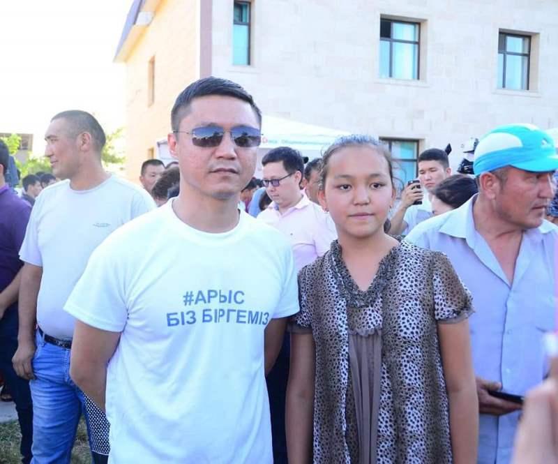 Казахстанские артисты оказали помощь жителям Арыси