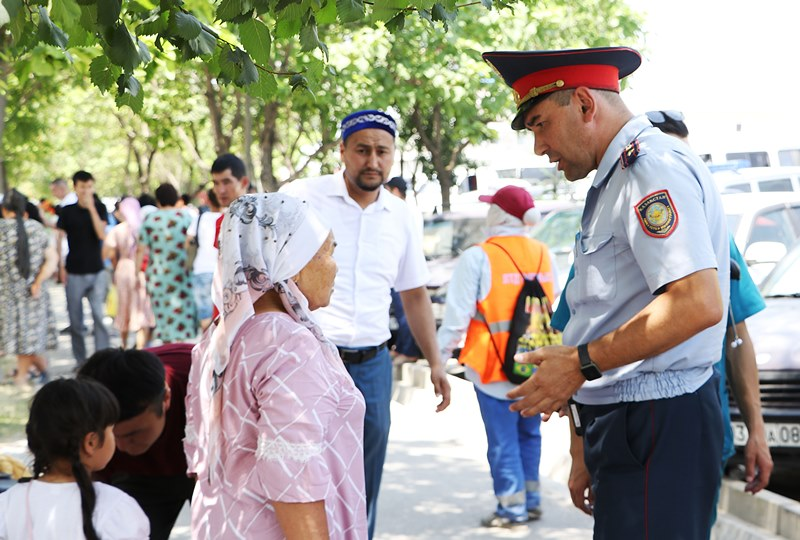 Шымкентские полицейские перечислят однодневную зарплату жителям Арыси