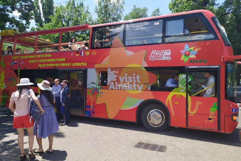 Двухэтажный туристический автобус запустят в июле в Алматы