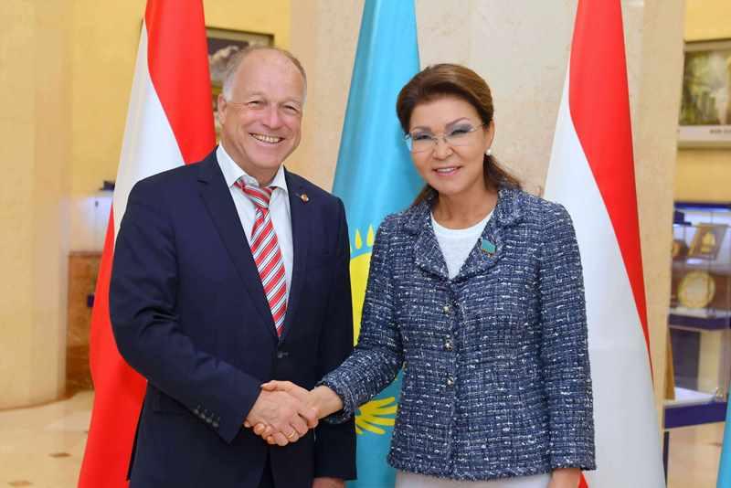纳扎尔巴耶娃会见奥地利联邦议会议长阿佩