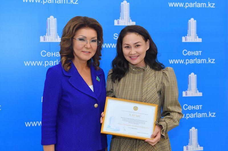 Darıǵa Nazarbaeva jýrnalısterdi quttyqtady
