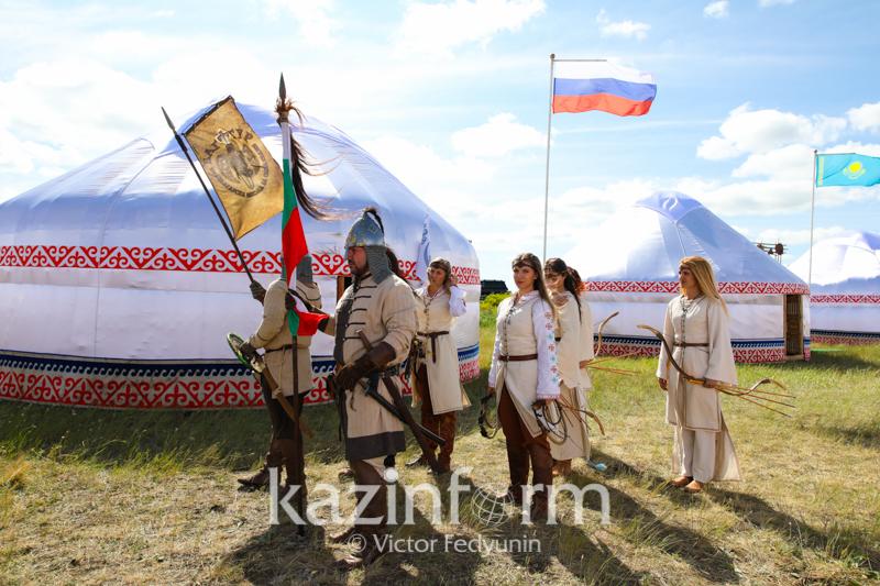 Elordada «Kóshpendiler Álemi» halyqaralyq etnofestıvali ótip jatyr