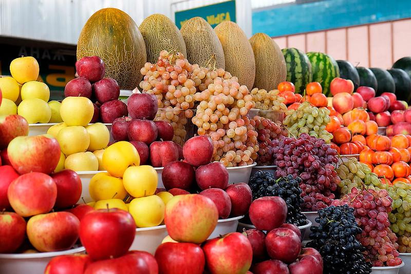 Свежие фрукты и картофель подешевели в Казахстане