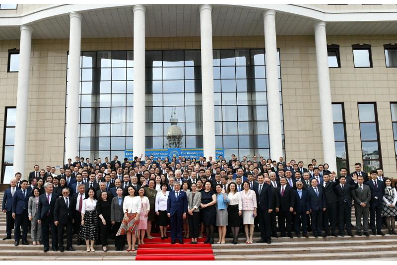 В МИД РК отметили День дипломатической службы