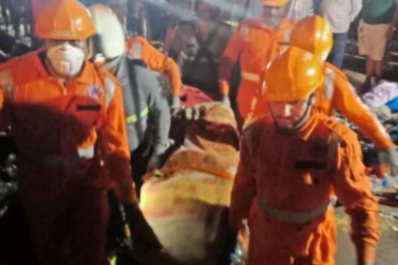 Үндістандағы бөгеттің бұзылуы: 20-дан астам адам із-түзсіз жоғалып, бірнеше үй су астында қалды