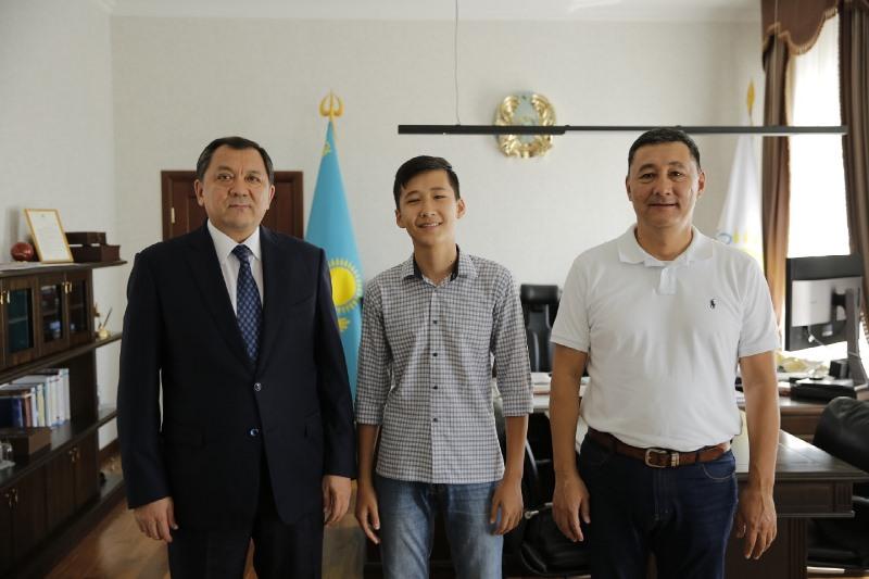 Атыраулық оқушы Кипрде математикадан халықаралық олимпиаданың алтын жүлдесін жеңіп алды