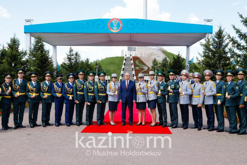 President presents 27 servicemen with epaulets in Nur-Sultan