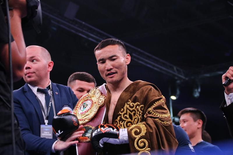 哈萨克斯坦拳手仅用14秒KO对手夺得WBO洲际金腰带