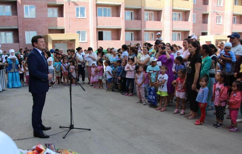 27 многодетных семей получили ключи от новых квартир в Экибастузе