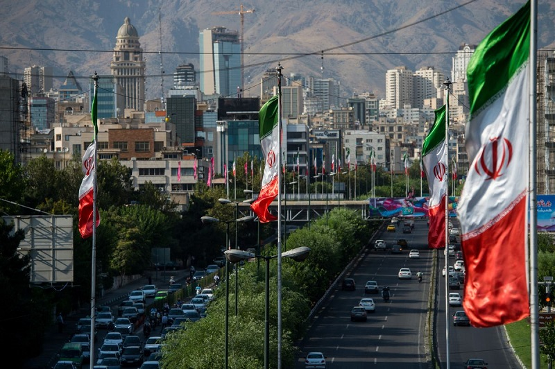 Iran astanasyn basqa qalaǵa kóshirý máselesin talqylaýda