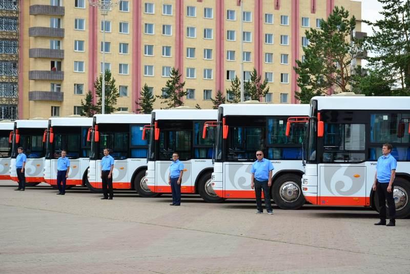 Новые автобусы и монумент домбры стали подарками для кокшетауцев к праздникам