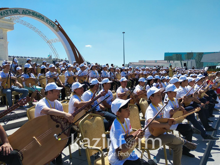 Президент посетил масштабный концерт ко Дню домбры в столице