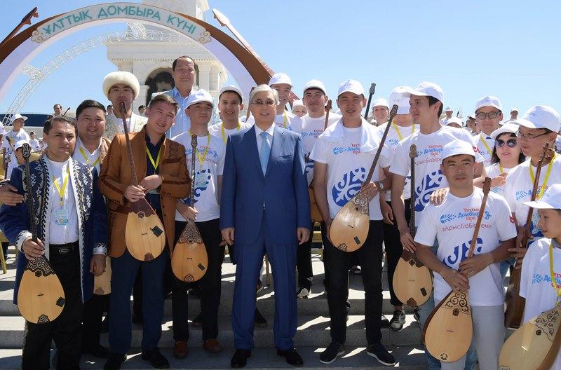 Глава государства посетил в столице концерт, посвященный Национальному дню домбры