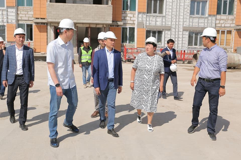 Алтай Кульгинов посетил строящееся жилье для многодетных и очередников