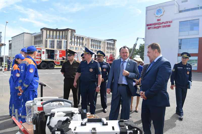 Сенатор Кул-Мухаммед посетил воинскую и пожарную части в Нур-Султане