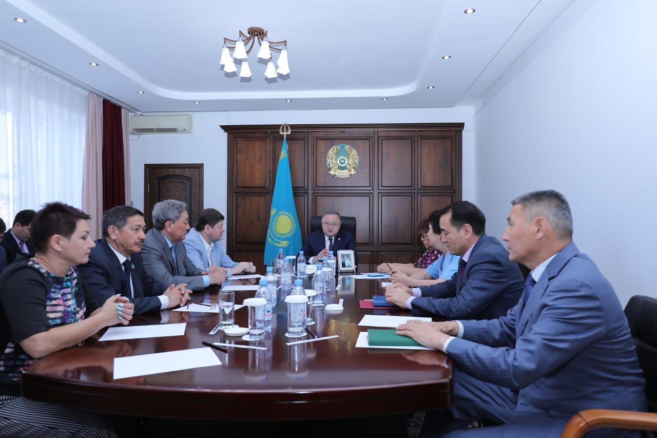 Актуальные вопросы развития Актюбинской области обсудил Ондасын Уразалин с мажилисменами