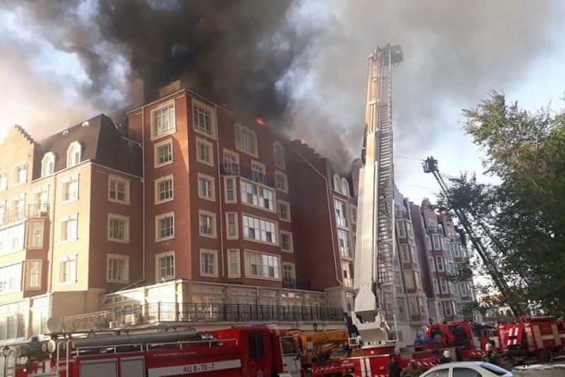 Пожар в ЖК «Британский квартал» потушен: пострадали квартиры на мансардном этаже