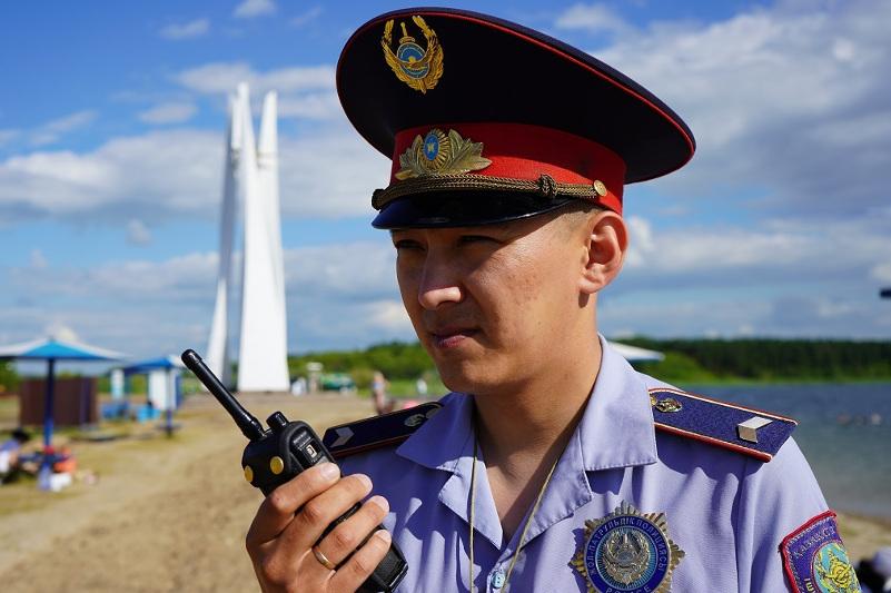 Пьяных несовершеннолетних обнаружили на пляже в Петропавловске