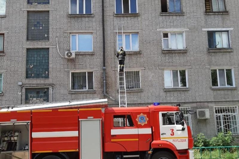 Дед и внук погибли во время пожара в Павлодаре