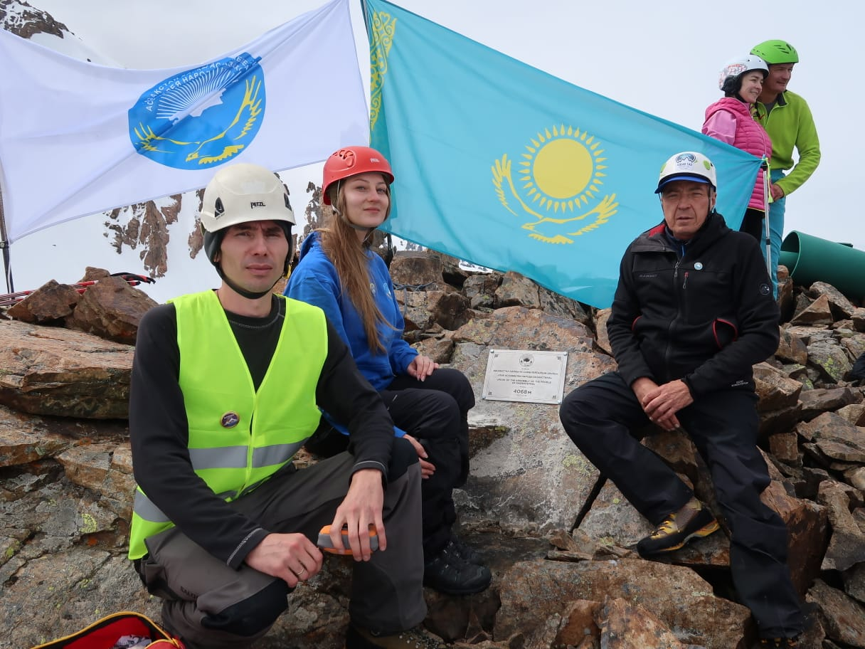 Массовое восхождение на горные вершины состоялось в Алматы