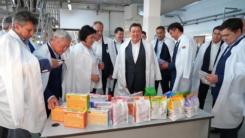 Аскар Мамин посетил крупные системообразующие предприятия Шымкента