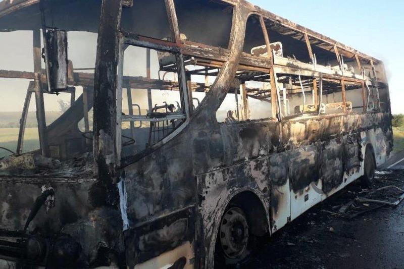 Ехавший на Алаколь автобус загорелся в Восточно-Казахстанской области