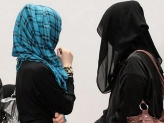 Religion Minister comments on headscarves in schools