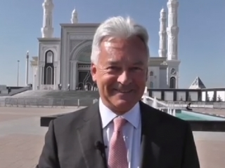British minister visits Khazret Sultan mosque in Astana