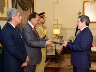 Ambassador Sadykov presents credentials to Pakistan president