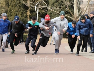Kazakhstan Embassy conducts international relay race in Beijing