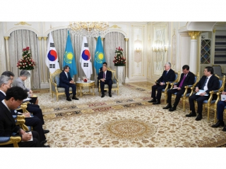 Nursultan Nazarbayev meets with South Korean President