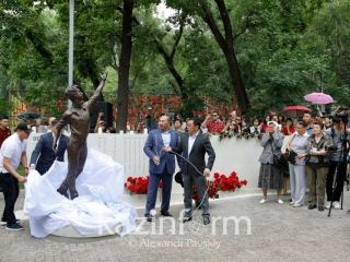 Memorial to late figure skater Denis Ten unveiled in Almaty