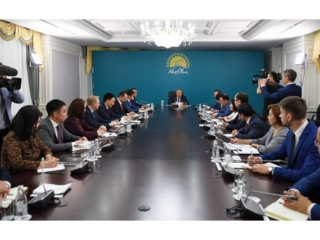 Nursultan Nazarbayev visits Nur Otan Party's headquarters