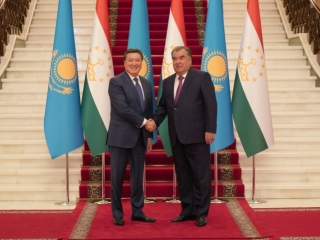 Kazakhstan, Tajikistan pledge to boost economic cooperation
